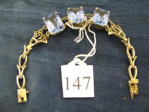 Bracelet set with three large stones