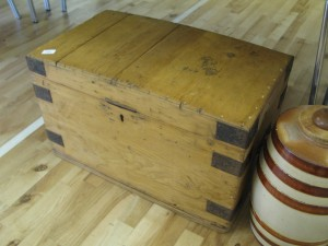 Lot 186 - Pine Trunk - Sold for £32