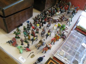Lot 389 - Large collection of tin, lead and plastic soldiers - Sold for £32