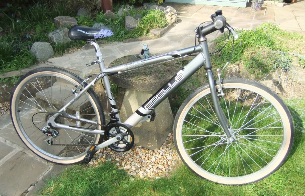 Apollo hybrid bike in very good condition