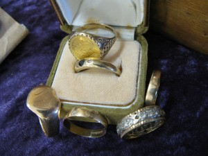 Lot 141 - Collection of six gold and silver rings - Sold for £170
