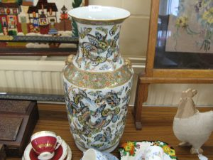 Lot 100 - Large Chinese Vase - Sold for £70