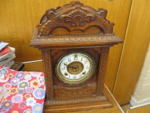 Lot 364 - Wooden mantle clock - Sold for £45