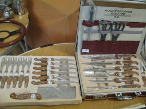 Lot 107- Collections of steak knives and forks, and kitchen knives - Sold for £35
