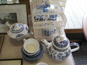 Lot 261- Collection of blue and white pottery - Sold for £37