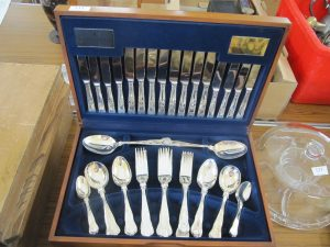 Lot 131 - Viners cutlery set - Sold for £27