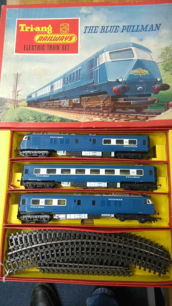 Tri-ang Model Railway -00 Gauge Blue Pullman Set