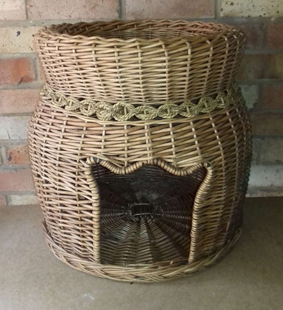 Wicker seat or cat basket