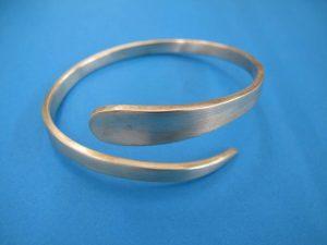 Lot 187 - White Metal BraceletSold for £40