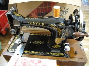 Lot 23 - Vintage Singer Sewing Machine - Sold for £30