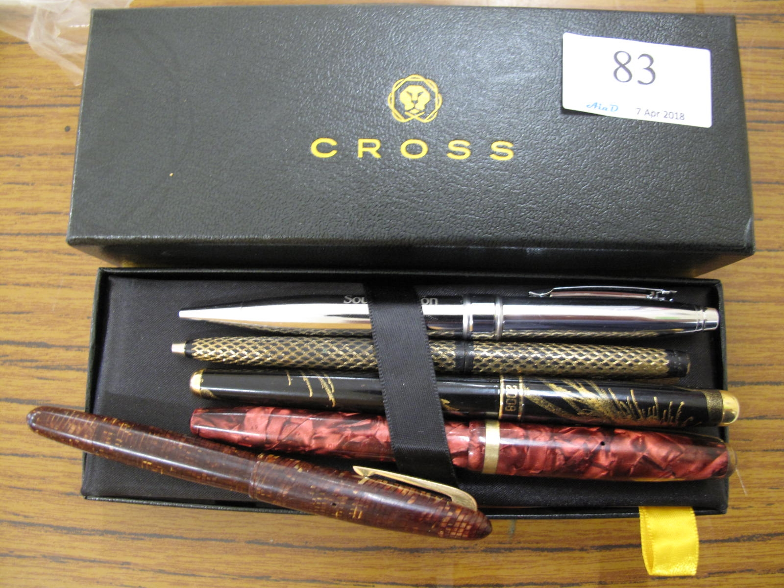 Lot 83 - Collection of 5 fountain pens and Cross box - Sold for £55