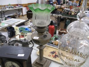 Lot 400 - Brass table oil lamp - Sold for £45