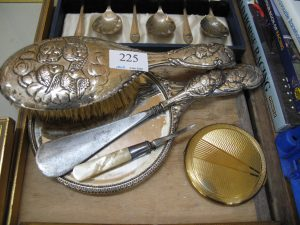 Lot 225 - Edwardian boudoir set - Sold for £28