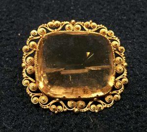 Citrine and gold brooch. Estimate £180-£220