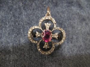 Lot 155 - Broach/pendant with rose diamonds (some damaged) with ruby stone - Sold for £130