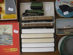 Lot 89 - Triang Hornby Flying Scotsman engine and seven coaches - Sold for £45