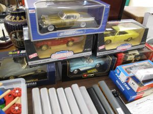 Lot 221 - 6 1:18 metal cars - Sold for £60