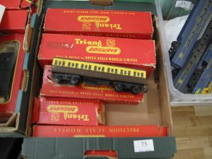 Lot 75 - Triang OO gauge Brittania engine, tender and coaches boxed - Sold for £40